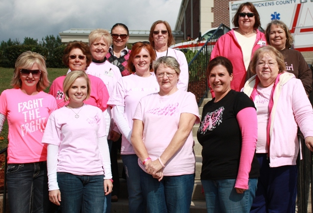 Pickens El personal del Departamento de Salud del Condado se viste de rosa para la concientización sobre el cáncer de mama